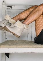 Promos et remises  : Boots blanc à 18€ au lieu de 30€